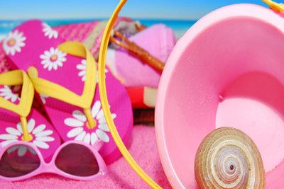Für den nächsten Sommer können Sie einen Bandeau-Bikini selber nähen.