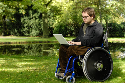 Um einen Behindertenparkplatz nutzen zu dürfen, müssen Sie einen Behindertenausweis beantragen