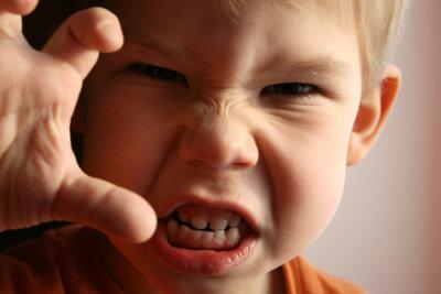 Für Eltern ist die Trotzphase des Kindes im Alter von etwa 3 Jahren eine große Herausforderung.