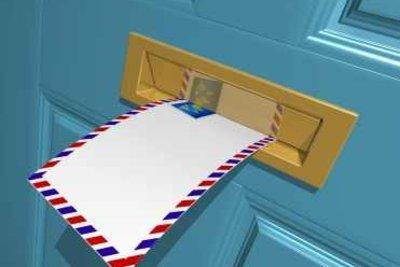 Mit diesen Hinweisen platzieren Sie Empfänger und Absender richtig auf einem Briefumschlag.