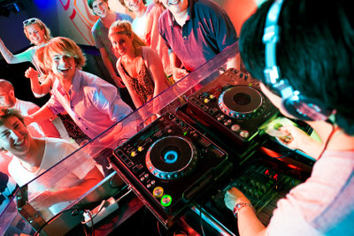 Machen Sie eine DJ-Ausbildung und erfüllen Sie sich Ihren Traum.