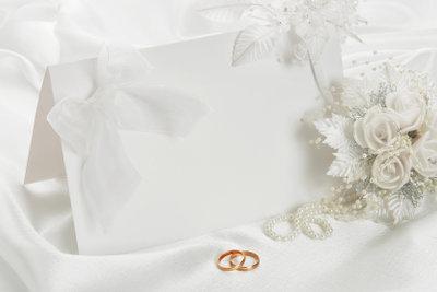 Beschreiben Sie Hochzeitskarten individuell.