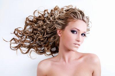 Heben Sie mit der perfekten Frisur die Vorzüge Ihrer Kopfform hervor.