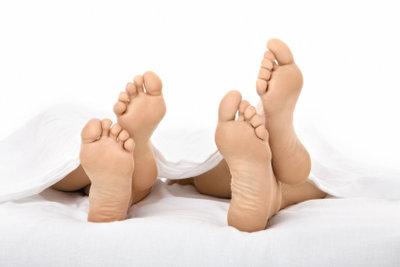 Hornhaut an den Füßen können Sie leicht entfernen.