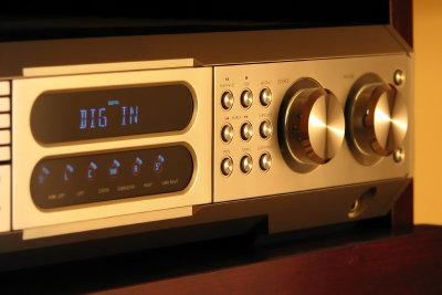 Um Radiofrequenzen über Kabel hören zu können, benötigen Sie einen Digital-Receiver.