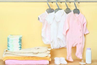 Nehmen Sie die Chance wahr, eine Baby-Erstausstattung zu beantragen.