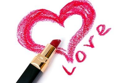 Eine kleine Aufmerksamkeit am Valentinstag kann Freude schenken.