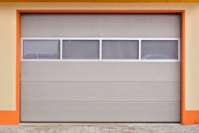 Ein elektrisches Garagentor nachrüsten kann man auch noch nachträglich.