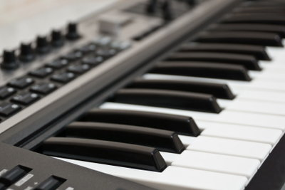 Per Midi-Keyboard können Sie einzelne Musikspuren am Rechner einspielen.