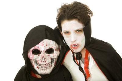 Mit den richtigen Schminktipps werden Vampire richtig gruselig.