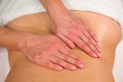 Eine gute Massage können Sie mit einer kurzen Anleitung selber geben.