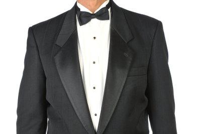 Im James-Bond-Kostüm können Sie Frauen beeindrucken.