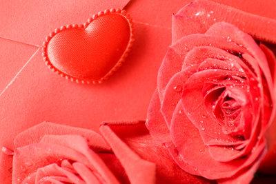 Zum Valentinstag originell gratulieren ist eine schöne Überraschung.