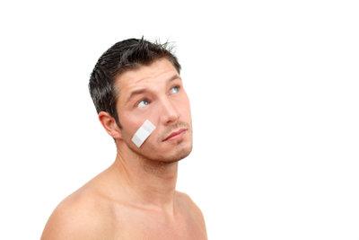 Schürfwunden im Gesicht sollten gut versorgt werden, dann heilen sie in der Regel folgenlos ab.