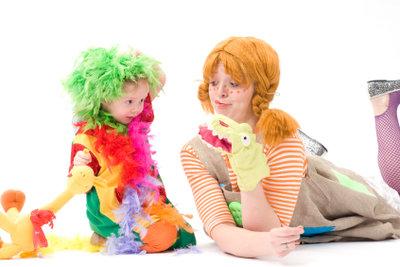 Schöne Clownskostüme kann man schon mit wenig Aufwand selber machen.
