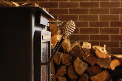Einen Holzofen mit der Zentralheizung verbinden ist möglich.