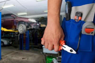 Ein Unterbodenschutz schützt Ihr Auto vor Rost.