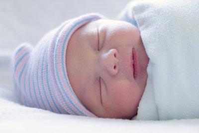 Geschenke zur Geburt: So basteln Sie einen Gutschein!
