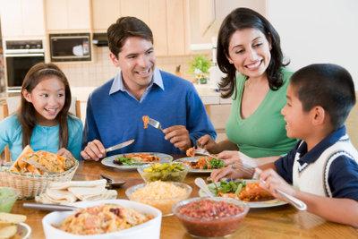 Eine Pflegefamilie ermöglicht es Kindern, behütet aufzuwachsen und Stabilität zu geben.