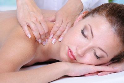 Genießen Sie Entspannung pur bei einer Reiki-Massage.