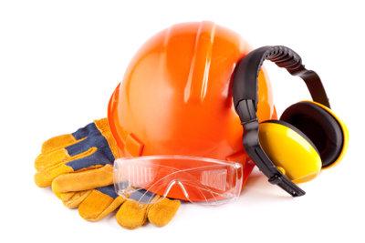 Eine Schnittschutzhose sowie die restliche Sicherheitsbekleidung müssen regelmäßig überprüft und ausgetauscht werden.