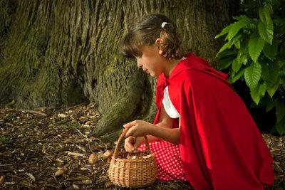 Rotkäppchen ist ein gern gesehener Gast bei Motto-Kostümpartys.