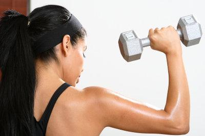 Bewegung ist ein wichtiger Bestandteil der Therapie bei einer Kalkschulter.