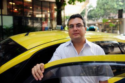 Als Taxifahrer brauchen Sie einen Personenbeförderungsschein.