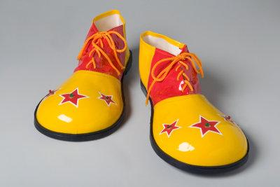Diese Schuhe sind klassisches Zubehör für das Lappenkostüm.