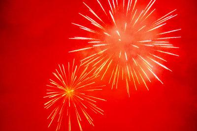 Nach der Ausbildung zum Pyrotechniker zaubert man Feuerwerk.