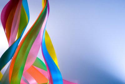 Mit herkömmlichen Plastiktüten können Sie ein kreatives und individuelles Faschingskostüm designen