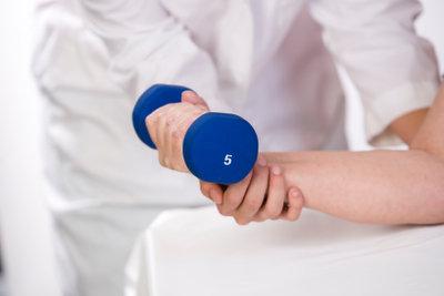Ein Praktikum in der Physiotherapie liefert Ihnen einen guten Einblick in den Arbeitsalltag.