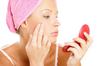 Bekämpfen Sie Hautunreinheitein erfolgreich mit Hausmitteln!