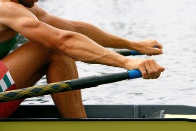 Mit Rudern können Sie Ihre Muskeln schonend und effektiv trainieren.