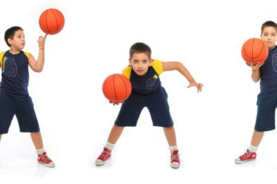 Das Aufwärmen beim Basketball fördert auch Konzentration und Ballgefühl.