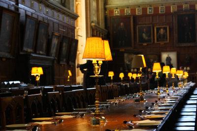 Dieser Internats-Speisesaal erinnert an Harry Potters Ausbildung - in einer solchen Location bekommen Sie noch die richtige Atmosphäre zur Verkleidung.