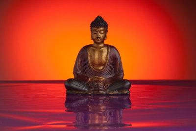 Eine Buddhastatue kann eine einfach Form haben und trotzdem schön aussehen.