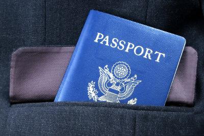 Einen abgelaufenen Personalausweis sollte man neu beantragen.
