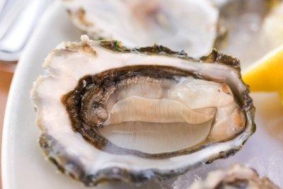 Die Legende, dass man von zu vielen Austern einen Eiweißschock bekommt, stimmt so nicht.