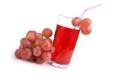 Traubensaft ist lecker, aber ohne ihn länger haltbar zu machen, leider auch schnell verderblich.