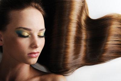 Mit Kieselerde können Sie dafür sorgen, dass Ihre Haare schön und kräftig sind.