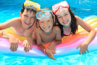 Neben dem Badevergügen verursacht ein Swimmingpool auch Kosten.