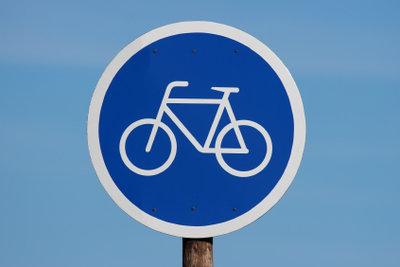 Bereiten Sie Ihre Kinder auf die Fahrradprüfung gründlich vor.