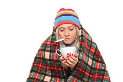 Halsschmerzen und Fieber? Der gute alte Tee hilft.