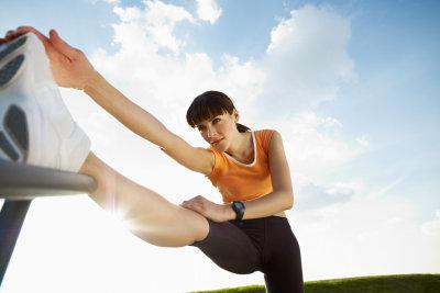 Eine gut gedehnte Muskulatur ist die beste Vorsorge gegen eine Zerrung im Oberschenkel.