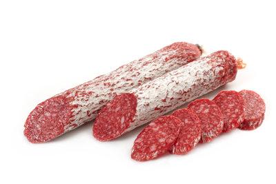 So stellen Sie Salami aus Schweinefleisch selber her.
