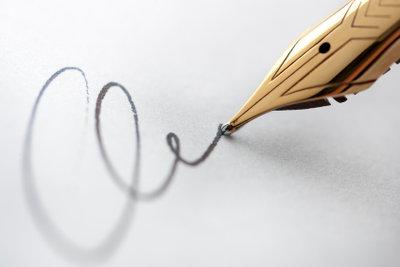 Eine Unterschrift mit Füller oder mit Kugelschreiber kann bei einer Bewerbung den Ausschlag geben.