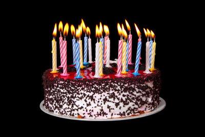 Es müssen nicht nur Kerzen als Tischdekoration zum 60. Geburtstag sein.