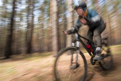 Wenn Sie das Pannenspray fürs Fahrrad richtig anwenden, können Sie vorerst weiter fahren