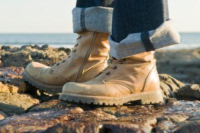 Mit Wanderschuhen aus Leder bleiben Ihre Füße auch im Sommer frisch.